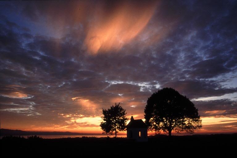 Kapelle im Abendlicht