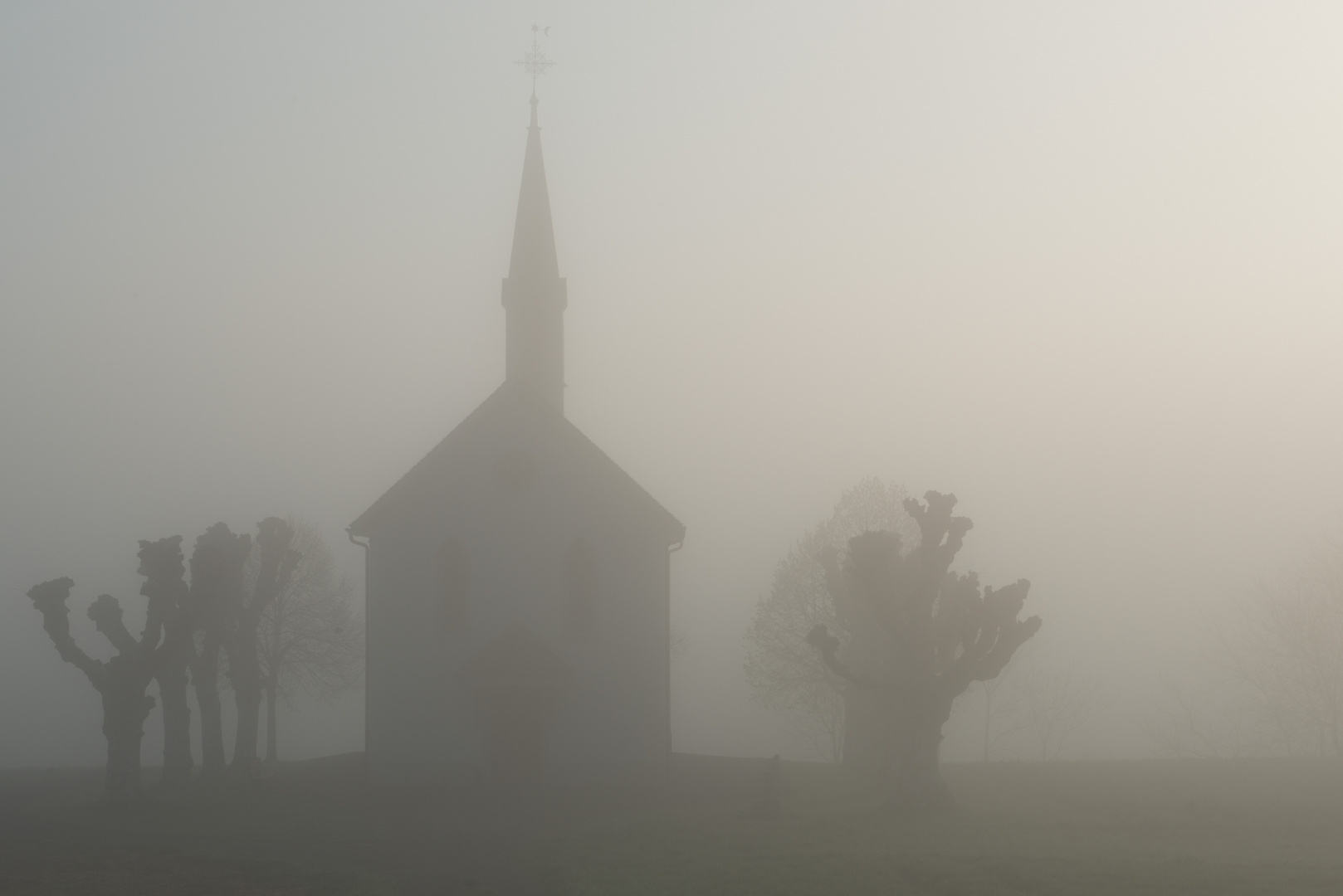 Kapelle im Morgengrauen