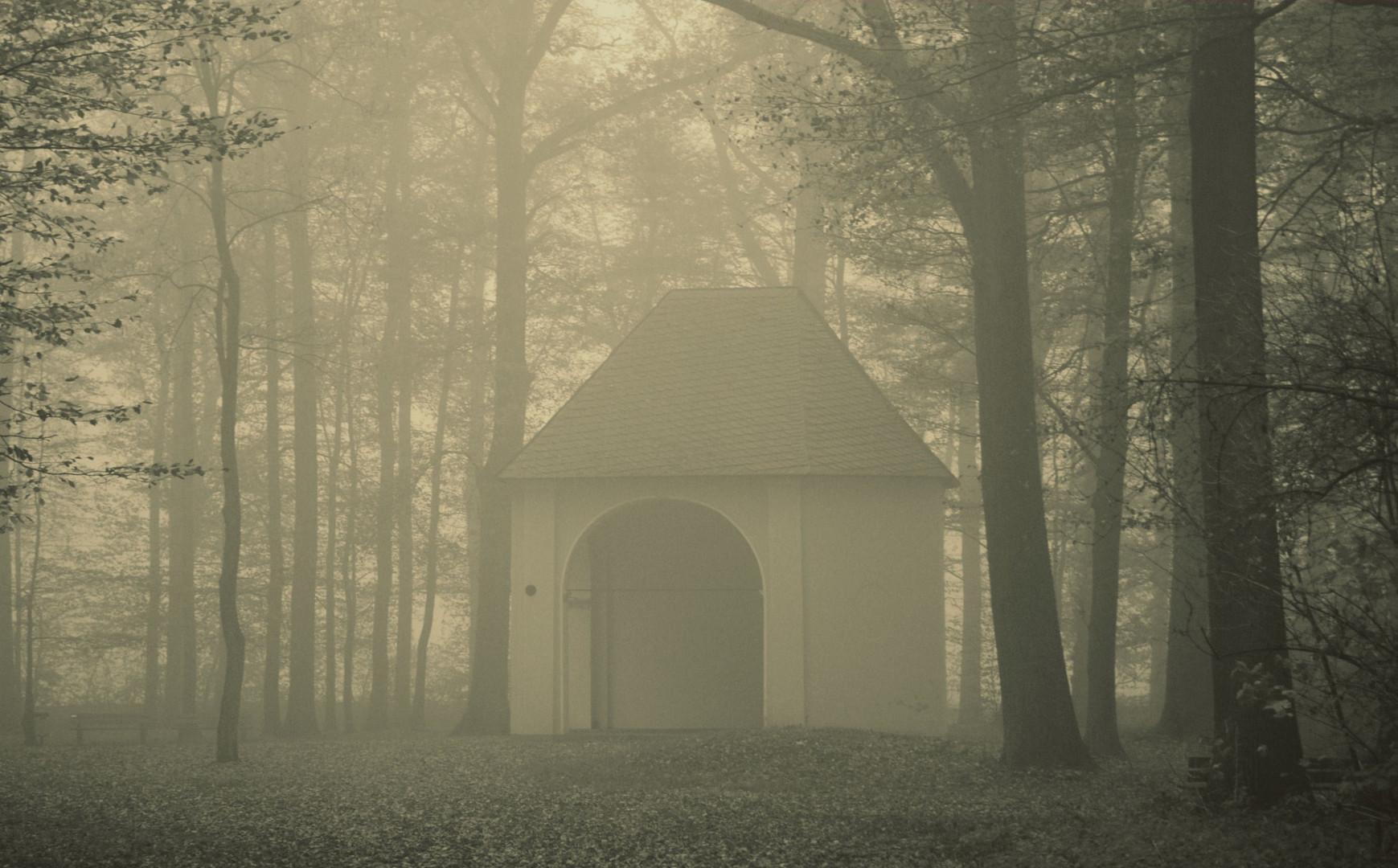 Kapelle im Nebel