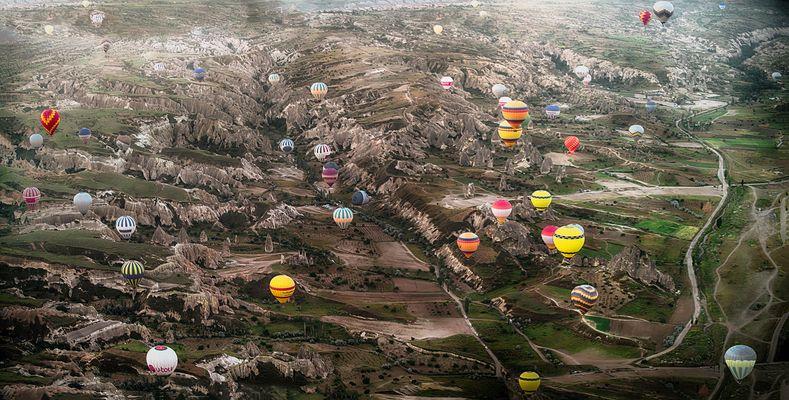 Kappadokien Ballone über dem Tal