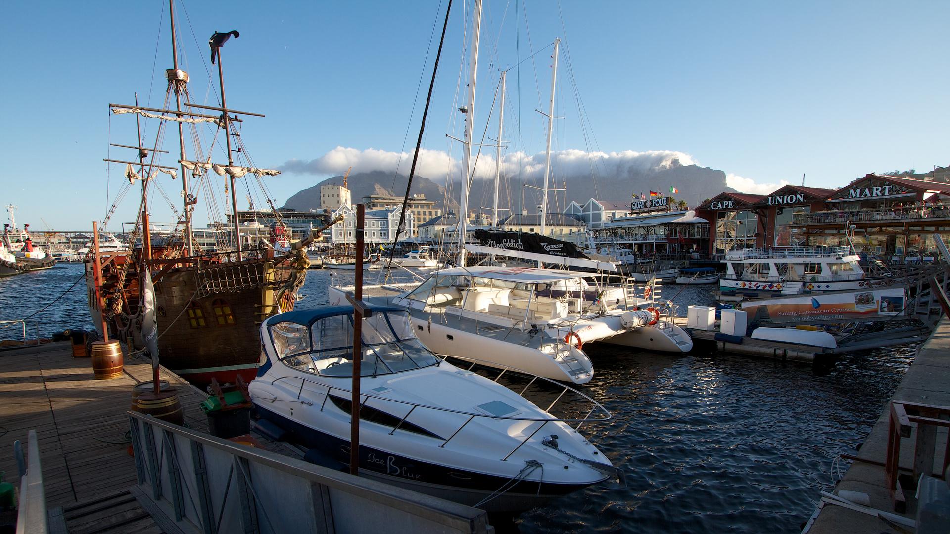 Kapstadt,Waterfront mit Tafelberg