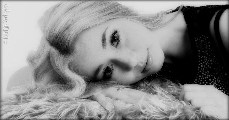 Karlijn Verhagen - Foto meiner Youtube-Freundin Karlijn - Bea mit PaintShop - III