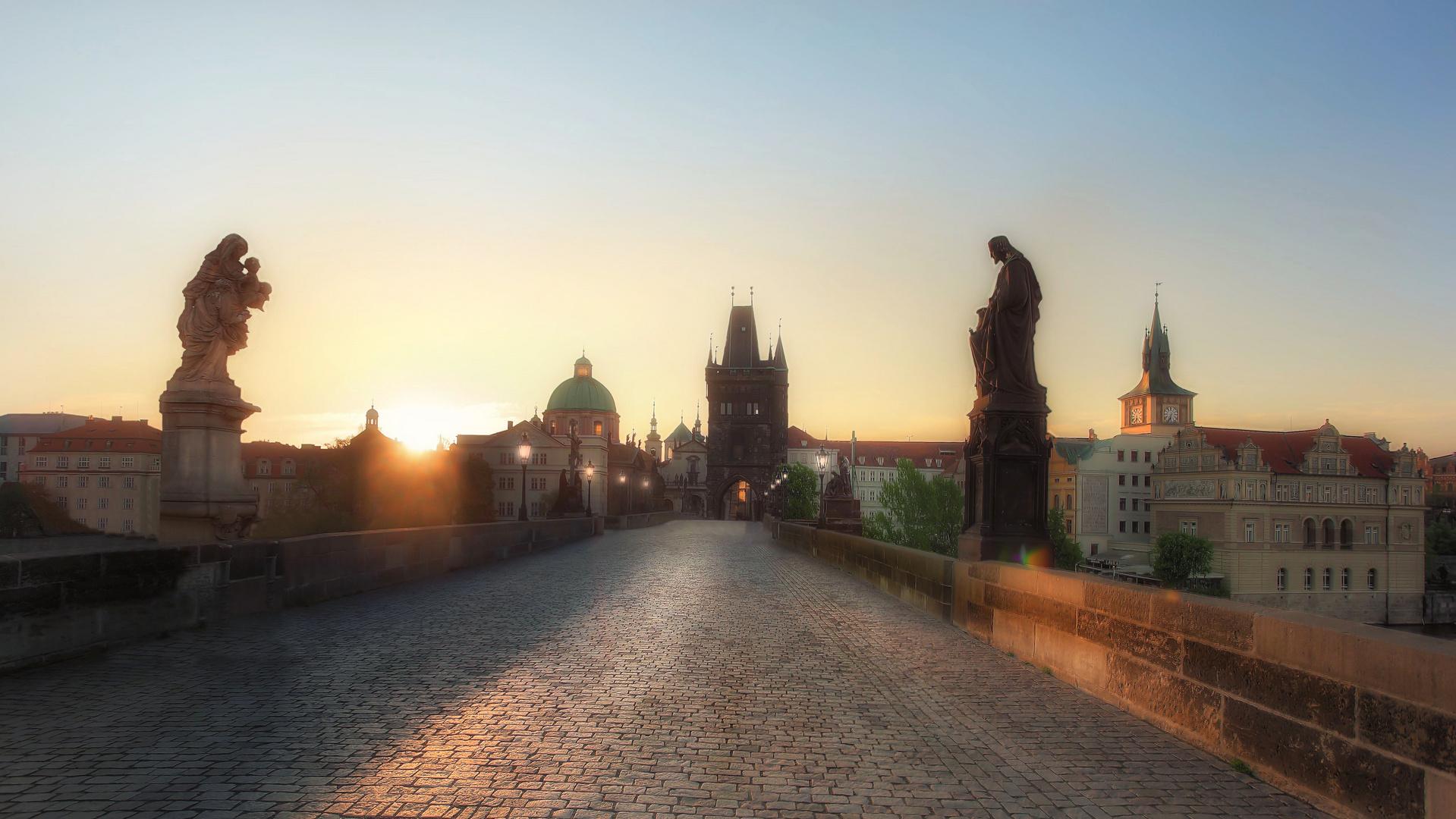 Karlsbrücke beim Sonnenaufgang