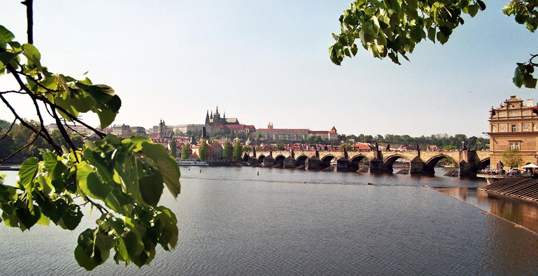 Karlsbrücke in Mai