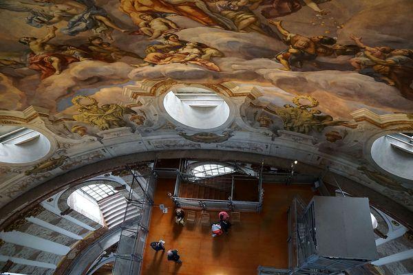 Karlskirche: Blick nach unten