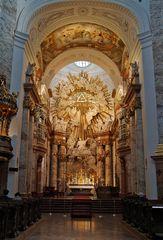 Karlskirche: Blick zum Hochaltar