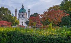 Karlskirche im Herbst