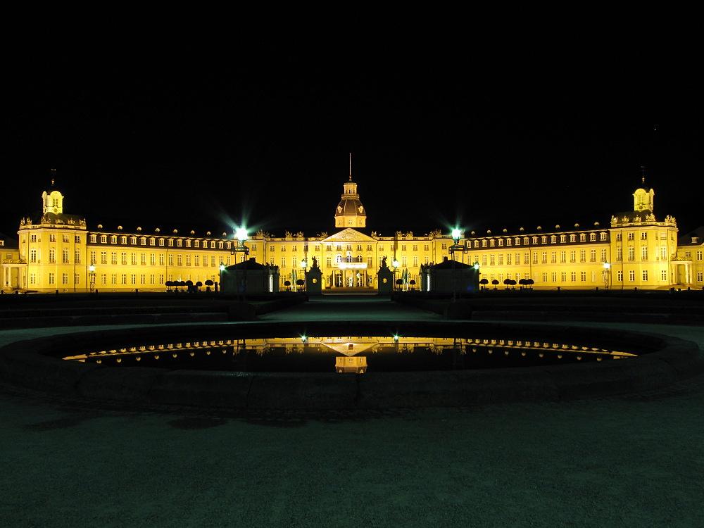 Karlsruher Schloss bei Nacht