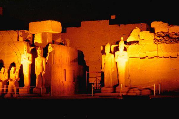 Karnak Tempel bei Nacht