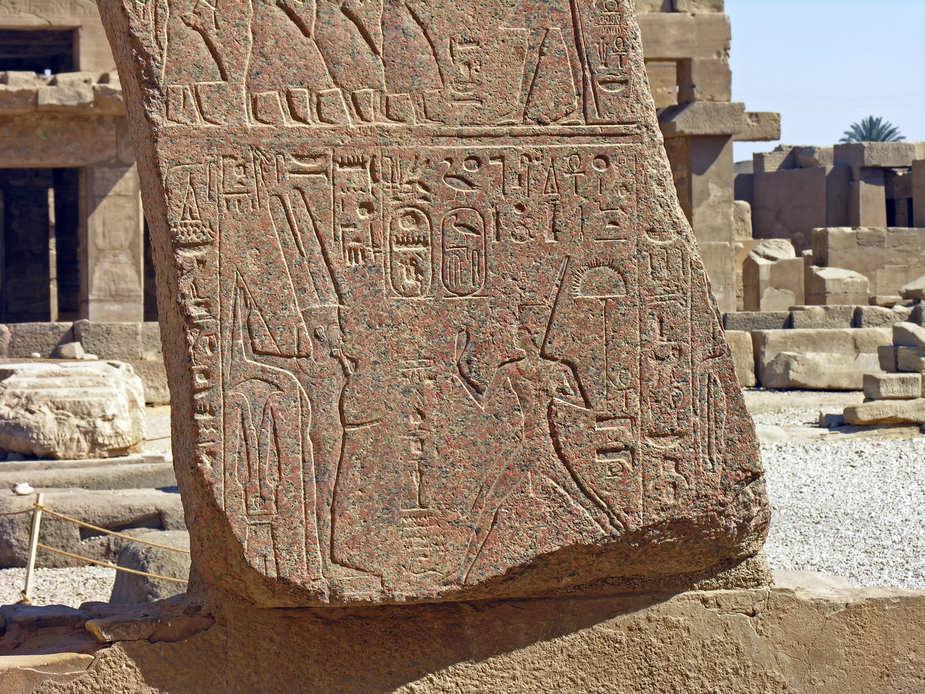 Karnak- Umgang um das Allerheiligste beim Hof des Mittleren Reiches – Reliefsfragment