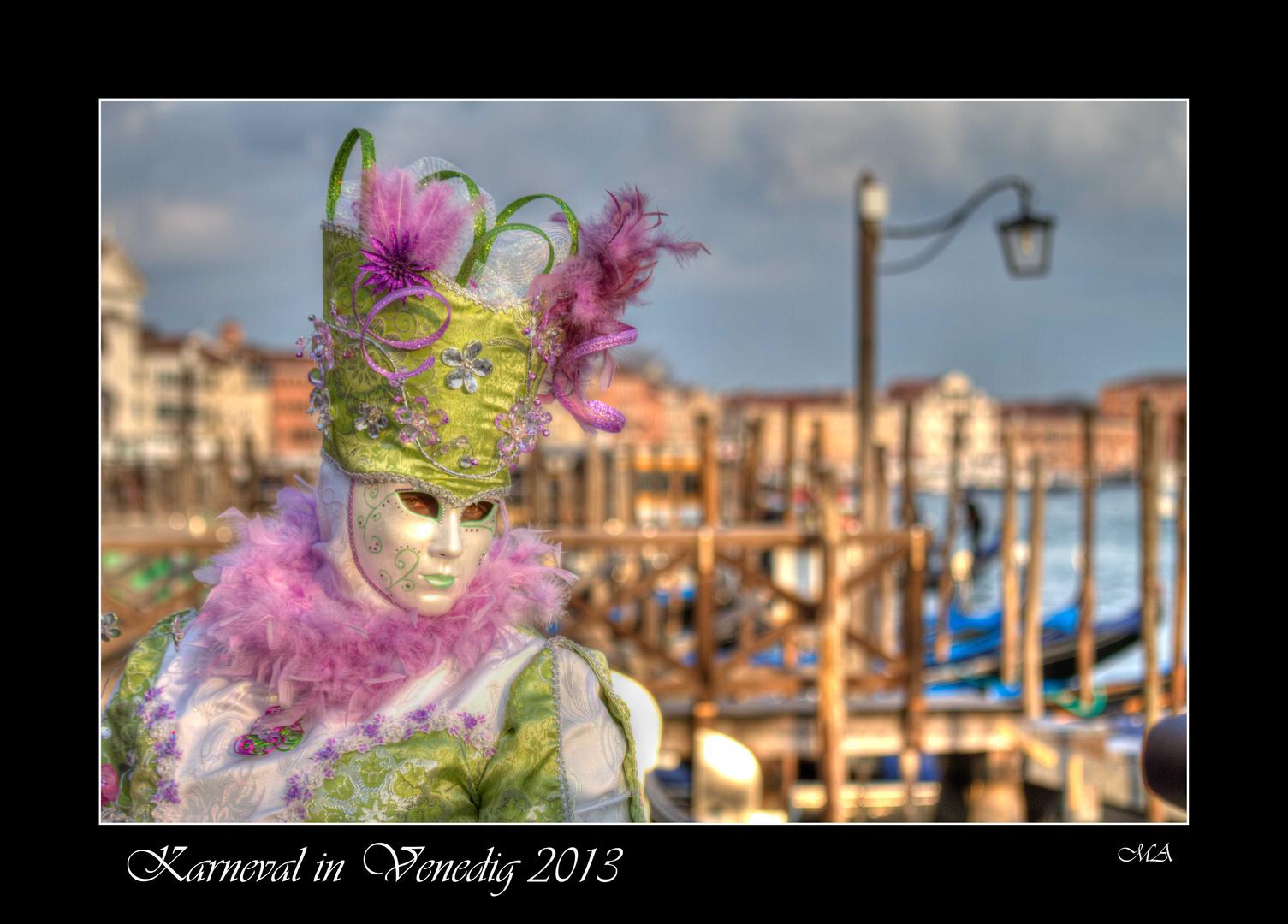 Karneval in Venedig im Abendlicht