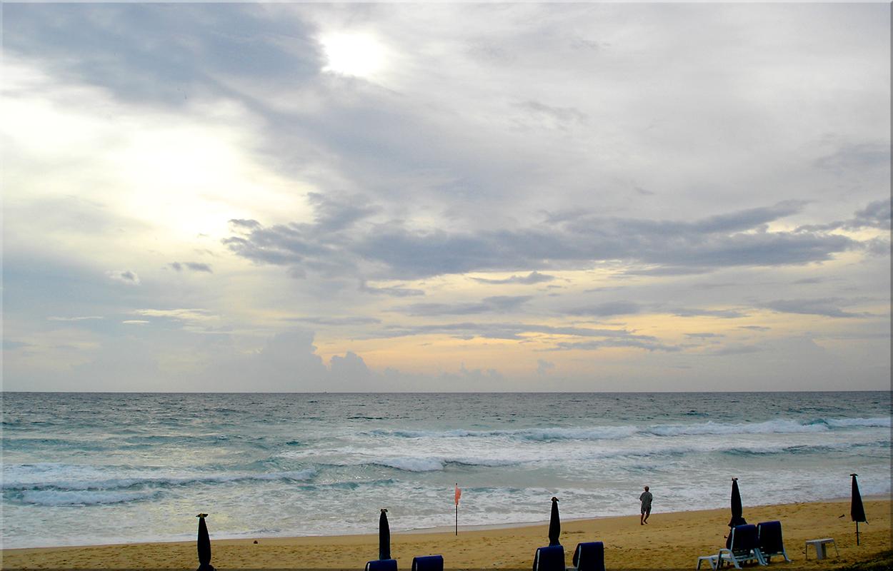 Karon Beach am Abend