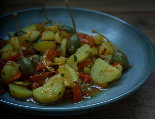 Kartoffelsalat mit Kapern,Paprika und Kirschtomaten