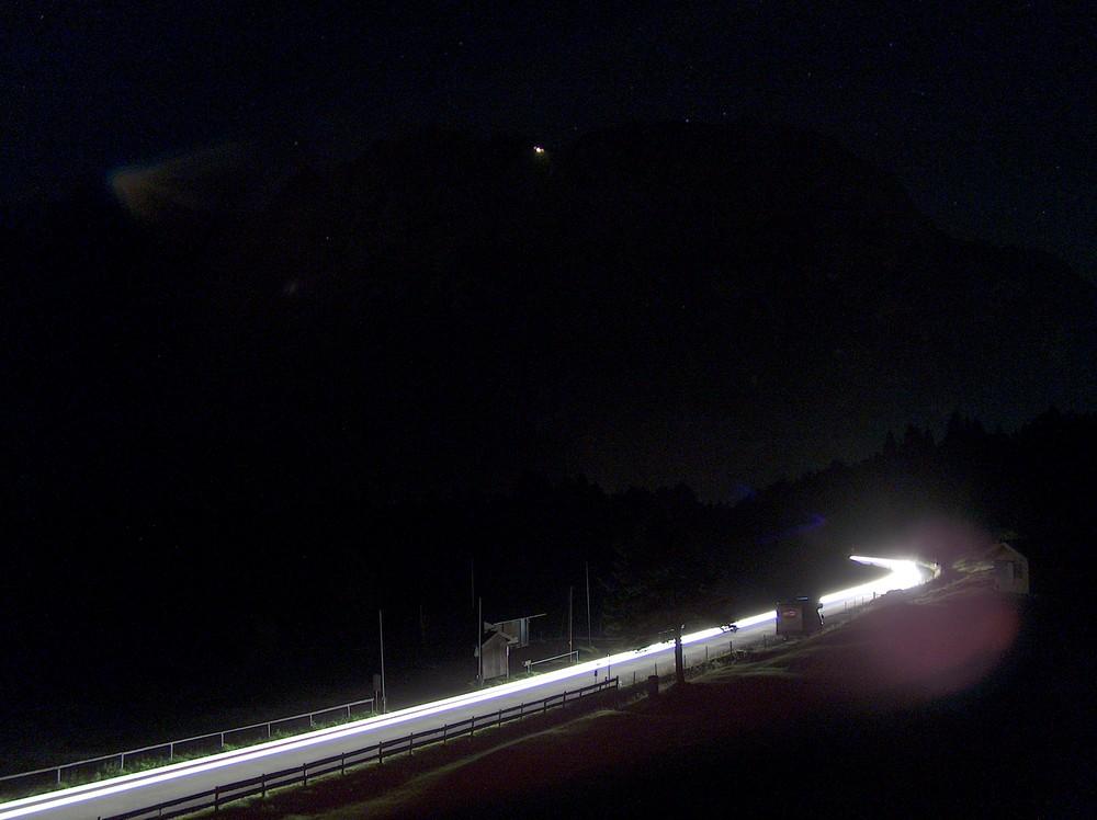 Karwendel bei Nacht und Gebirgsjäger im Einsatz