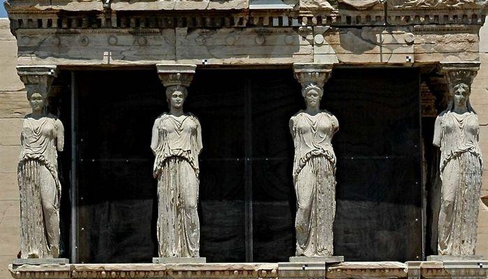 KARYATIDEN IM ERECHTHEION-AKROPOLIS