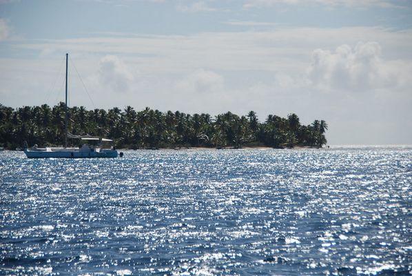Katameran vor der Insel Sauna in der Karibik