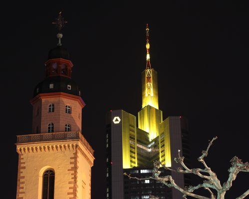 Katharinenkirche und Commerzbanktower in Frankfurt