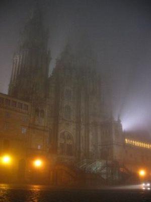 Kathedrahle von Stantiago de Compostela im Nebel