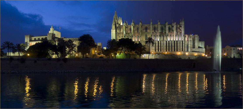 Kathedrale La Seu in der Blauen Stunde