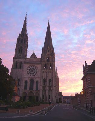 Kathedrale von Chartres im Morgenlicht