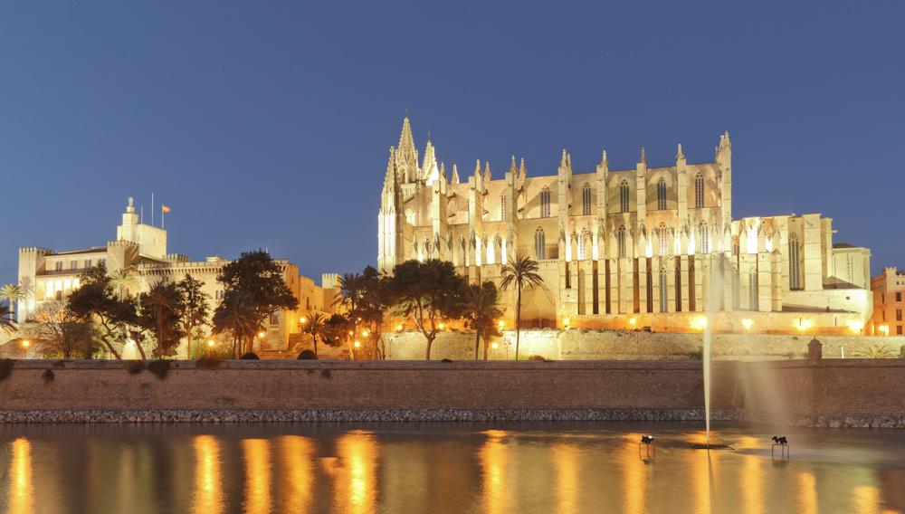 Kathedrale von Palma zur blauen Stunde
