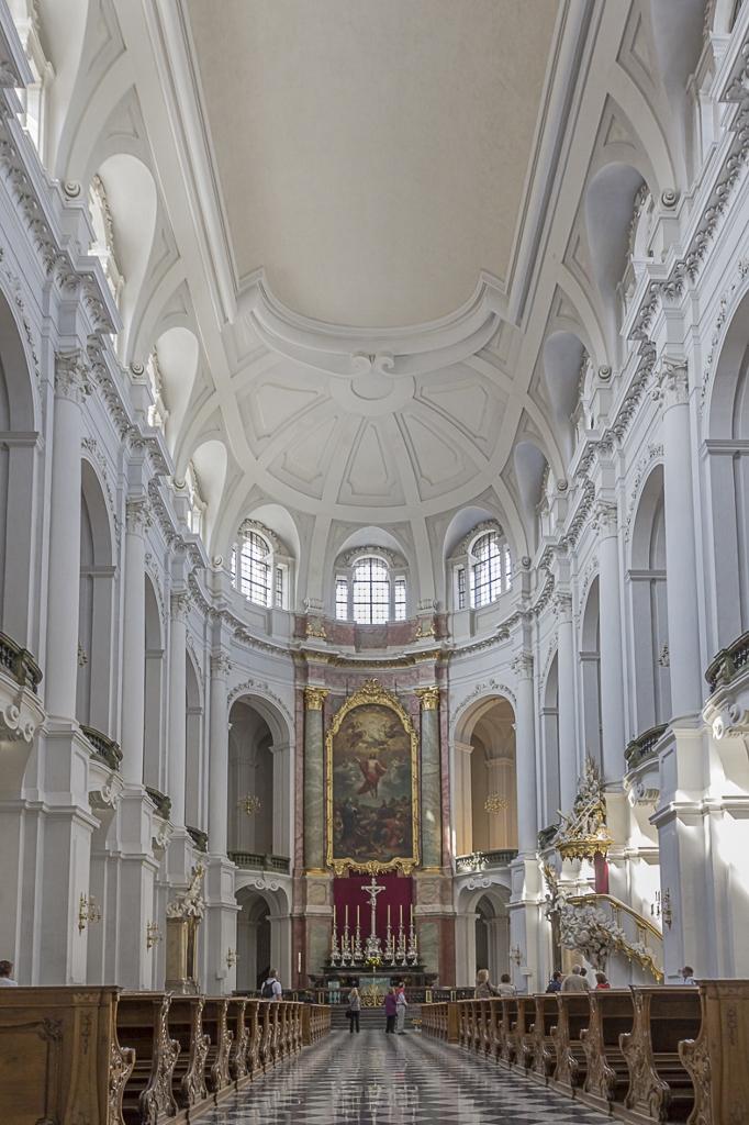 Katholische Hofkirche, Dresden 1