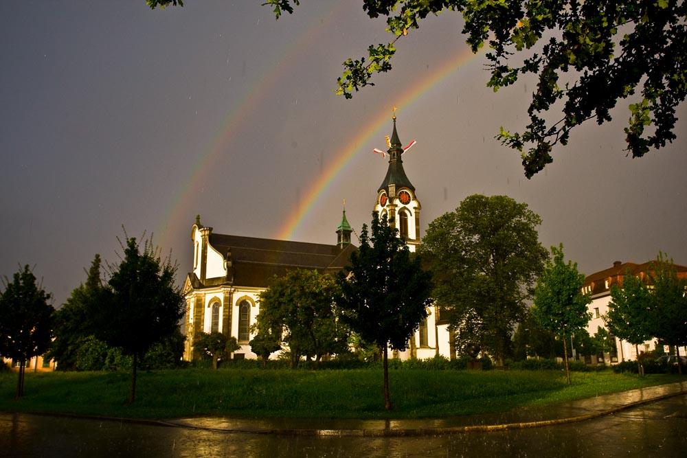Katholische Kirche Widnau mit Regenbogen
