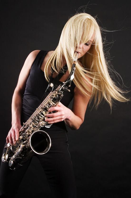 Kathrin Eipert mit Saxophon