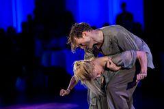 "Kathrin Menzinger & Vadim Garbuzov mit ""I am a Refugee"""