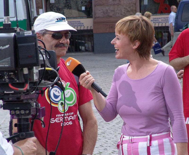 Katja lacht lieber, auch bei der Arbeit
