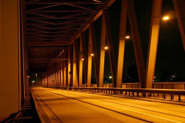 Kattwykbrücke - Spiel mit Licht und Schatten