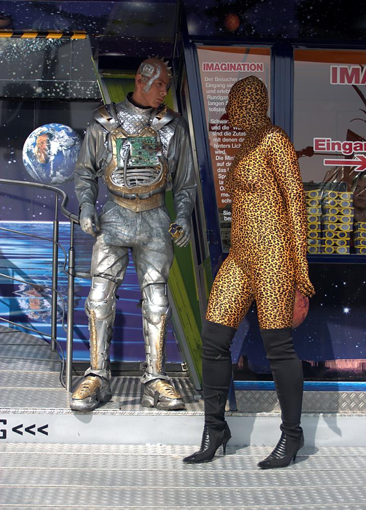 Katze trifft Cyborg