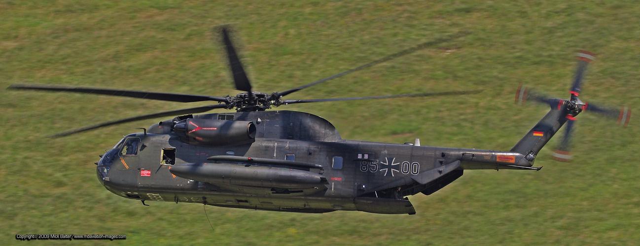 *** Keep it low ...... CH-53 im Konturenflug ***