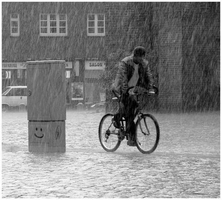 Keep smiling ....HH im Regen