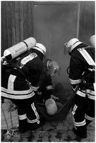 Kellerbrand mit Menschenrettung..#2