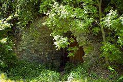Kellereingang im Berg