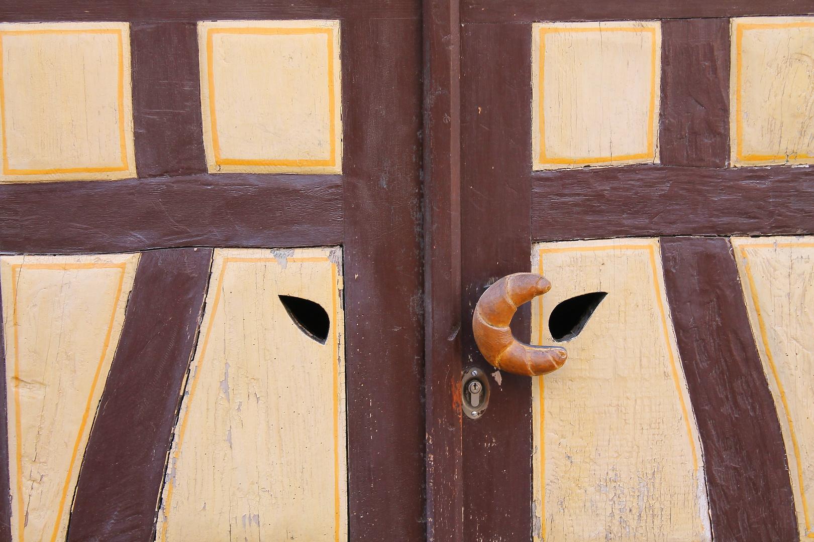 Kellertür einer Bäckerei