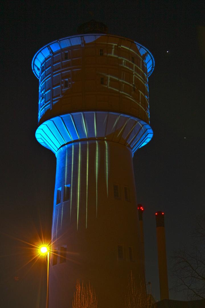 """""""Kelvin"""" - Wasserturm in Neumünster mit zwei Planeten"""