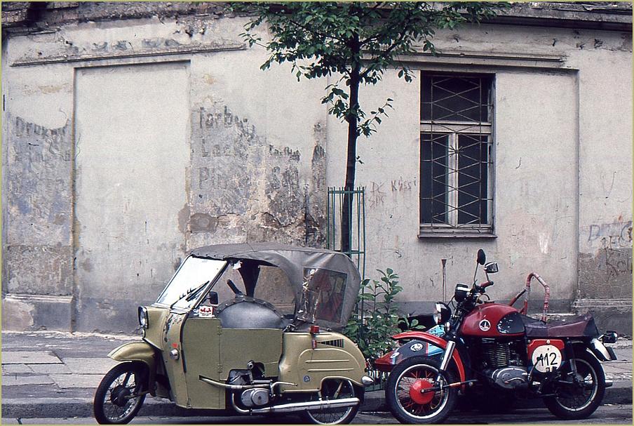 kennt jemand diese Fahrzeuge?