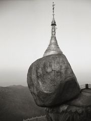 Kenro Izu - Golden Rock Burma -3