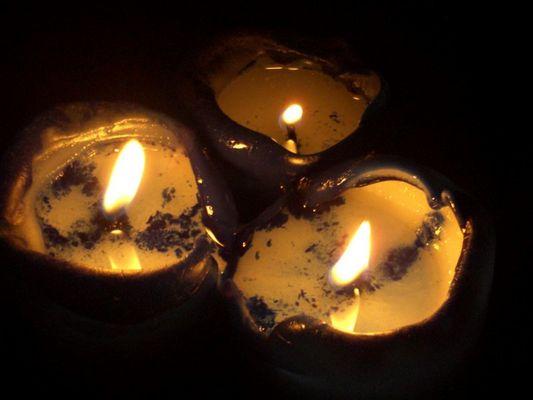 Kerzen bei Nacht