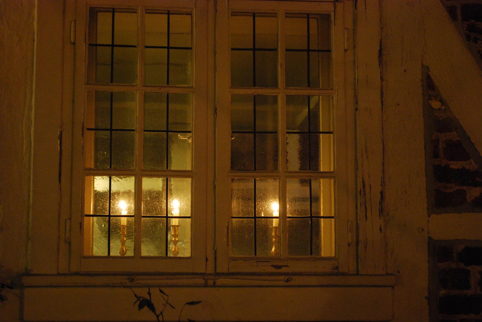 Kerzen im fenster foto bild lampen und leuchten for Fenster lampen