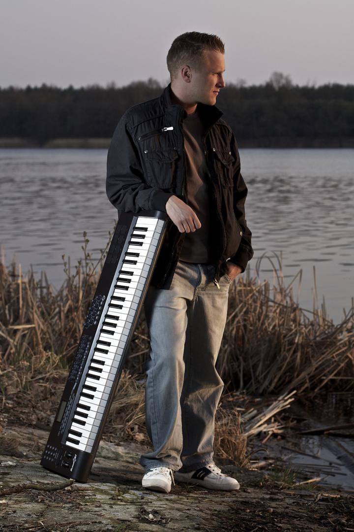Keyboard bei Sonnenuntergang