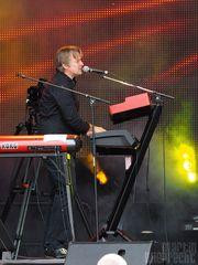 Keyboards & Gesang: Volker