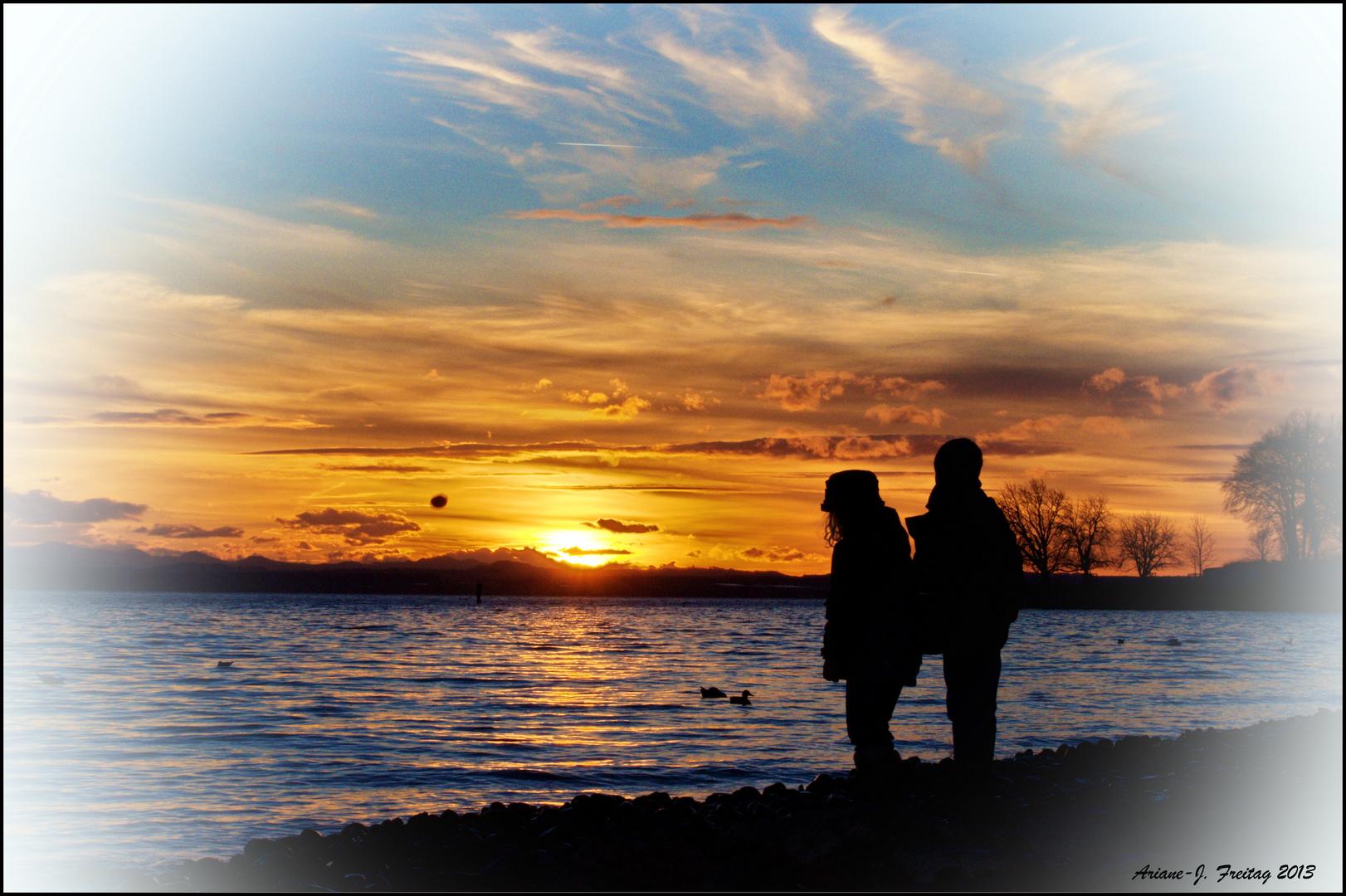 Kids im Sonnenuntergang