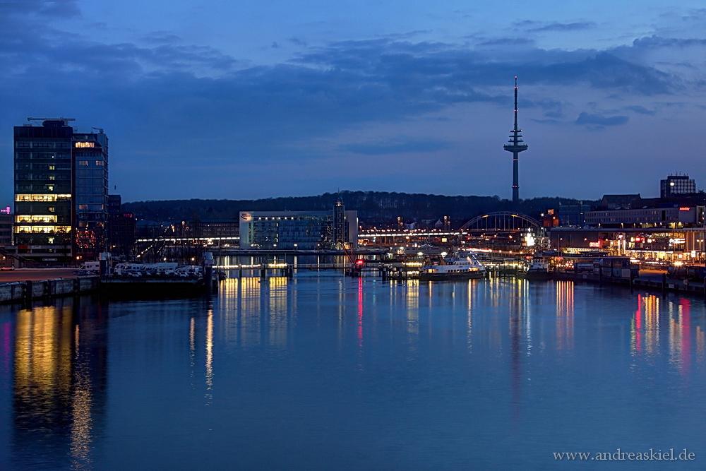 ... Kiel am Abend ...