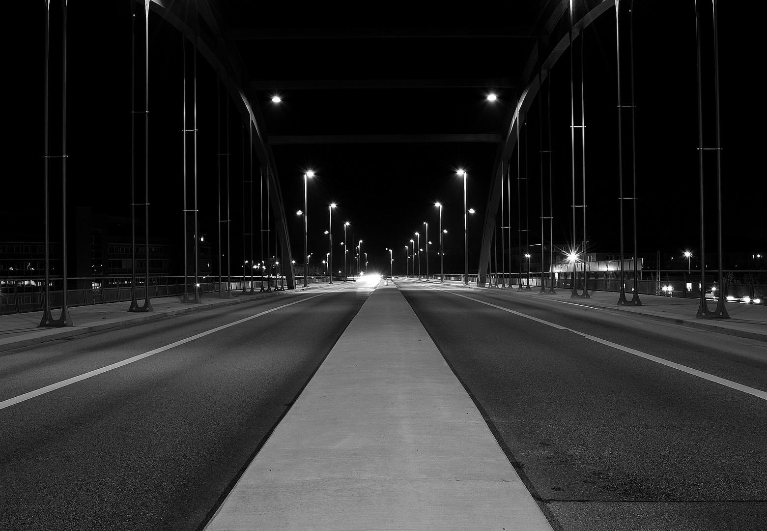 Kiel Gablenzbrücke bei Nacht
