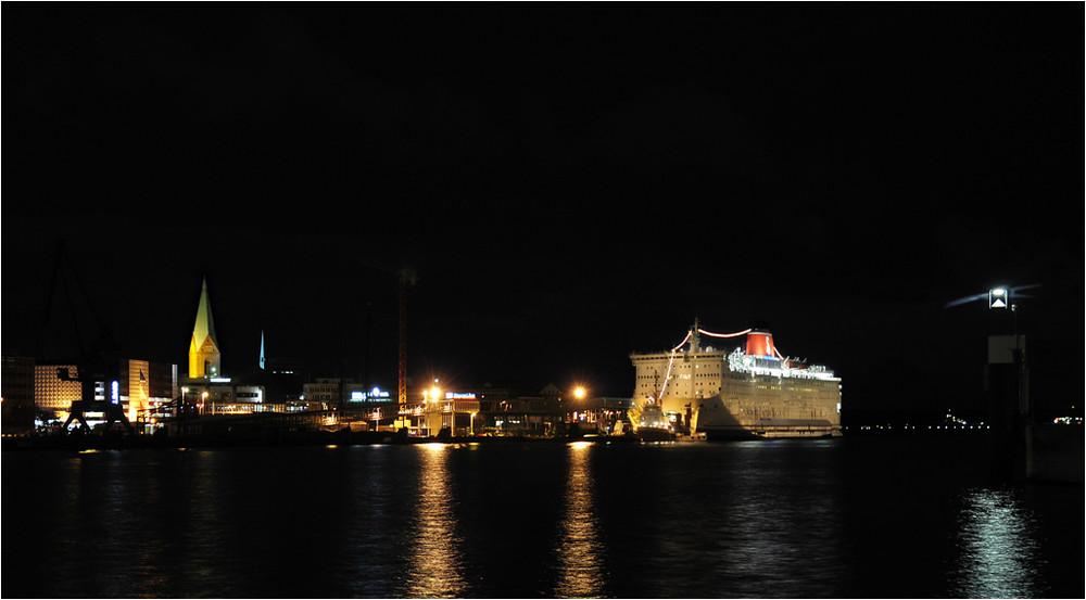 Kieler Hafen bei Nacht