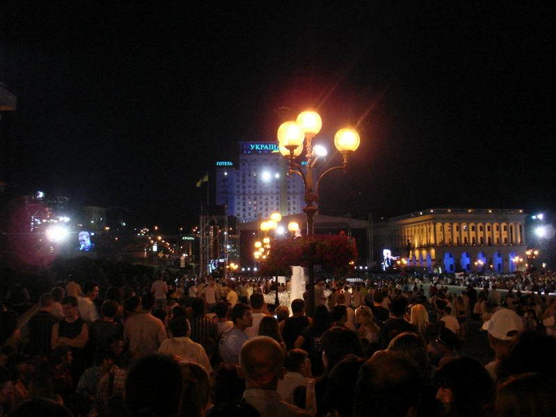 Kiew - Unabhängigkeitsplatz bei Nacht