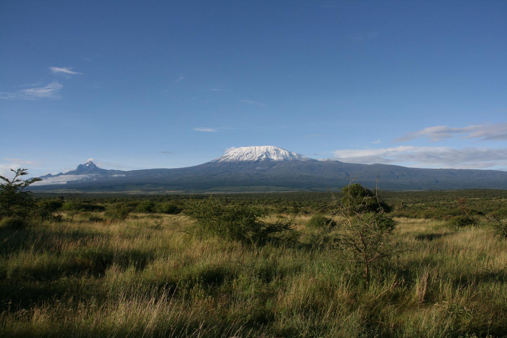 Kilimaniaromassiv von Kenia aus gesehen.